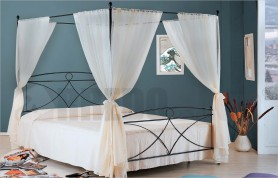 Alice poster bed